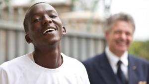 Julius Njogu ist Waise, er kommt aus einer armen Gegend. Dass er die Chance auf ein behütetes Leben und auf Bildung bekommen hat, verdankt er Cargo Human Care.