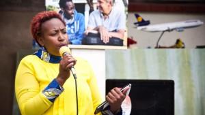 Sozialarbeiterin Mary Wanjiku bringt den Kindern Selbstbewusstsein bei und leitet fortan das Jugendhaus.